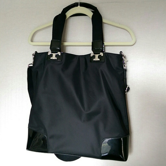 a222a0bb2910 Tory Burch tote bag black nylon and patent leather.  M 5a51127536b9dee13c013bfb